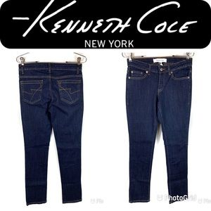 LIKE NEW KENNETH COLE Straight Leg Jeans 2 Short